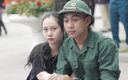 Cận cảnh hàng ngàn thanh niên Thủ đô bịn rịn ngày nhập ngũ
