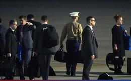 """[ẢNH] Cận cảnh chiếc """"vali hạt nhân"""" quyền lực - vật bất ly thân của Tổng thống Trump tại Hà Nội"""
