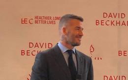 Clip độc quyền: David Beckham được bảo vệ nghiêm ngặt, diện vest lịch lãm tại họp báo ở Việt Nam