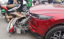 Hà Nội: Mazda CX5 đâm liên hoàn ít nhất 5 xe máy