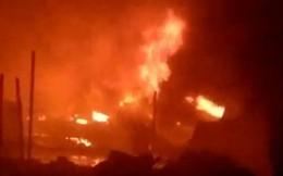 Khu nhà kho hơn 1.000m2 bị thiêu rụi, 13 căn nhà bị cháy lan