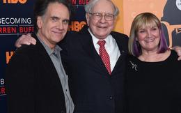 Style dạy con 'keo kiệt' của Warren Buffett: Con gái mượn tiền để sửa bếp bị từ chối thẳng, 'Đừng vay tiền cha hãy đến ngân hàng như bao người khác'