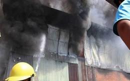 Công ty gỗ ở Bình Dương phát cháy dữ dội