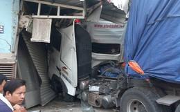 Xe tải lao vào nhà dân, 6 người suýt mất mạng