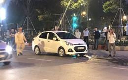 Sau va chạm giao thông, rút dao đâm người đi xe máy rồi lên xe cố thủ