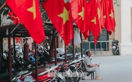 Phố phường Hà Nội rực rỡ cờ đỏ mừng ngày 30/4