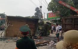 Hà Nội: Xe chở bộ đội ra thao trường bị lật, nhiều chiến sỹ bị thương