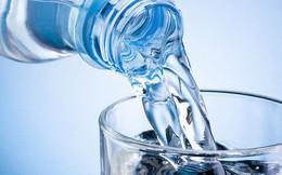 6 cách uống nước tưởng tốt hoá ra gây hại, quá nhiều người vẫn đang làm