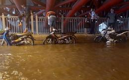 Đang mưa lớn diện rộng ở Sài Gòn, nhiều phố phường ngập sâu