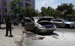 Ô tô 7 chỗ đang chạy đột nhiên bốc cháy, tài xế đẩy cửa thoát thân