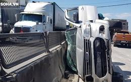 """Ô tô Ford Everest chở 3 người bẹp dúm sau va chạm với xe """"hổ vồ"""" trên quốc lộ"""