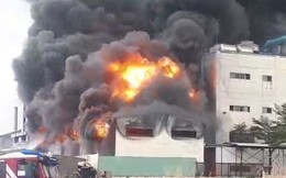 Công ty ở Bình Dương chìm trong khói lửa, nhiều công nhân bị mắc kẹt