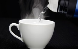 Tranh cãi uống nước ấm hay nước lạnh sẽ tốt hơn cho sức khỏe?