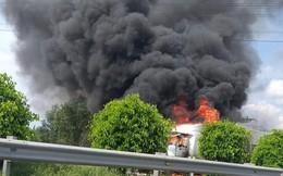 Xe container cháy ngùn ngụt trên cao tốc Dầu Giây
