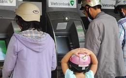 Chi hàng ngàn tỉ làm thẻ ATM mới: Khách hàng có phải gánh?