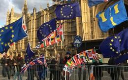 Kinh tế Anh suy giảm trong lúc Brexit bế tắc