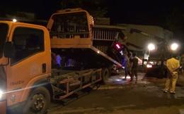 'Xế hộp' Mercedes tông liên tiếp 3 căn nhà, 3 người thương vong