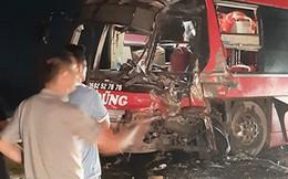 Thêm xe khách giường nằm tuyến Điện Biên bị container đâm biến dạng, 2 người bị thương