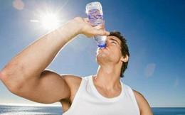 """BS cảnh báo về thói quen uống nước """"ừng ực"""" vào mùa hè và 4 sai lầm rất nhiều người mắc"""