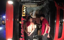 Xe khách Sao Việt lật trên cao tốc Nội Bài - Lào Cai sau va chạm, 3 người bị thương