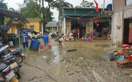 Ảnh: Lũ ống ầm ầm kéo về lúc nửa đêm, người dân Sa Pa hốt hoảng chạy thoát thân