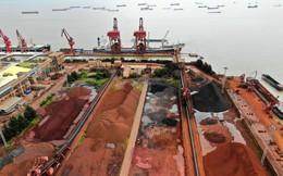 Giá quặng sắt lập đỉnh mới, thép giảm hơn 2%
