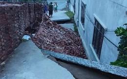 Hố tử thần 'nuốt' gọn ngôi nhà 2 tầng ở Hà Nội