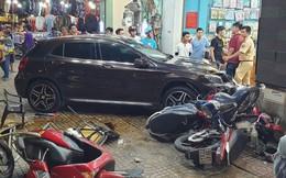 """TP HCM: Ôtô """"điên"""" lao vào dòng xe máy, người, xe văng la liệt"""