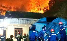 Toàn cảnh vụ cháy rừng thông ở Hà Tĩnh, lực lượng chức năng trắng đêm canh rừng