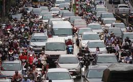 Vật vã vượt 'biển người' về nhà vào giờ tan tầm ở Hà Nội
