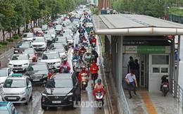Bất chấp xử phạt, loạt phương tiện vẫn vô tư đi ngược chiều, lấn làn BRT