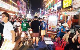 Cận cảnh tình trạng bát nháo trên các tuyến phố đi bộ ở Sài Gòn