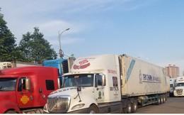 Ùn ứ hàng trăm xe chở thanh long tại cửa khẩu ở Lào Cai