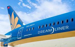 Thân máy bay Boeing 787 của Vietnam Airlines bị xe thang đâm thủng