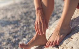 Nếu biết được 4 tác hại sức khỏe của dép xỏ ngón, nhất là tác hại thứ 4 thì chắc chắn bạn sẽ sợ tới già