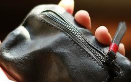 Giúp 1 cô bé nghèo khó, 2 năm sau, mục sư nhận được chiếc ví cũ làm thay đổi số phận nhà thờ