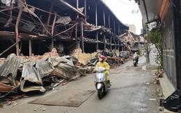 Chùm ảnh những hàng ăn, cửa tiệm vắng hoe khách, người dân thì bịt khẩu trang kín mít vì sợ nhiễm thủy ngân sau vụ cháy khu xưởng Rạng Đông
