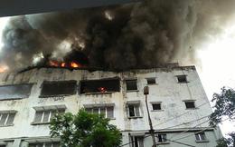 Cháy lớn tại dãy nhà trên phố Lạc Trung, khói đen bốc cao hàng chục mét