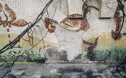 Hình ảnh buồn về con đường gốm sứ Hà Nội sau gần 10 năm nhận kỷ lục Guinness: Tiếp tục rạn nứt, ám khói do dân đốt lửa ven đê