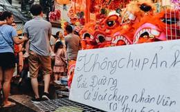 """Tiểu thương chợ Trung thu truyền thống Hà Nội đồng loạt treo biển """"Không chụp ảnh, hãy là người có văn hoá!"""""""