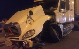 Hiện trường vụ tai nạn xe container tông hàng loạt xe máy, 1 người bay xuống sông Hồng