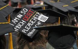 Sinh viên Mỹ nợ như chúa chổm