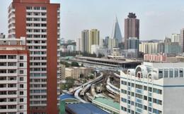 Vì sao cửa sổ cao ốc ở Bình Nhưỡng bị bịt kín?