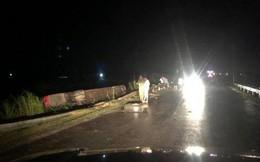 Lật xe giường nằm trên đường đi Lào, 1 người chết, 20 người bị thương