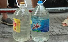 Hà Nội: Nước cung cấp miễn phí cho người dân có mùi tanh, màu đục hơn nước sạch thông thường