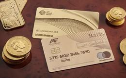 Hoàng gia Anh phát hành thẻ tín dụng bằng vàng nguyên khối