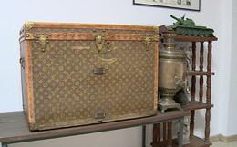 Đôi vợ chồng già dùng rương cổ Louis Vuitton giá 255 triệu đồng… đựng ngô