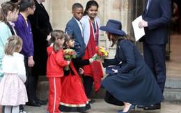 """Một loạt dấu hiệu """"phản chủ"""" cho thấy Công nương Kate có thể đã nhờ người mang thai hộ trong 3 lần sinh nở"""