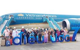 """Đề xuất """"xin máy bay bỏ hoang 12 năm ở Nội Bài"""" bị từ chối, các cụ ở viện dưỡng lão vẫn có được chuyến bay đặc biệt nhất đời mình"""