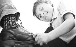 Nói chuyện với cậu bé đánh giày, vị chủ tịch cứu được cả tập đoàn đang trên bờ vực phá sản